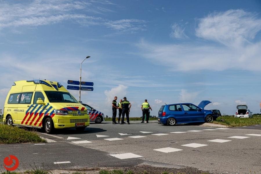 Twee auto's in botsing op provinciale weg