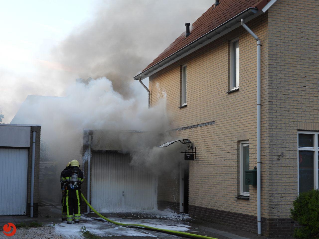Veel schade bij garagebrand