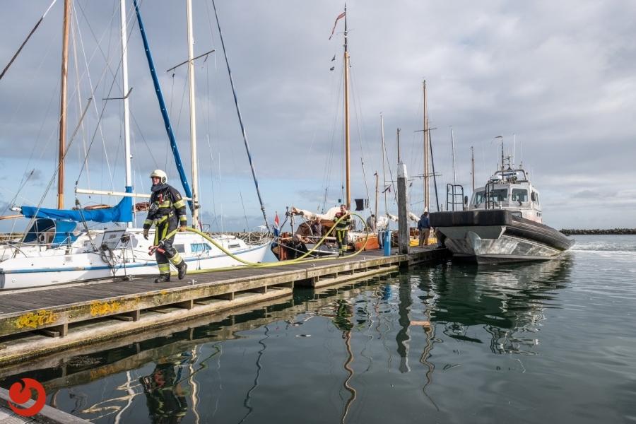 Brand op zeilschip in haven snel onder controle