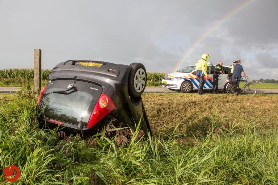Auto te water; bestuurder gewond