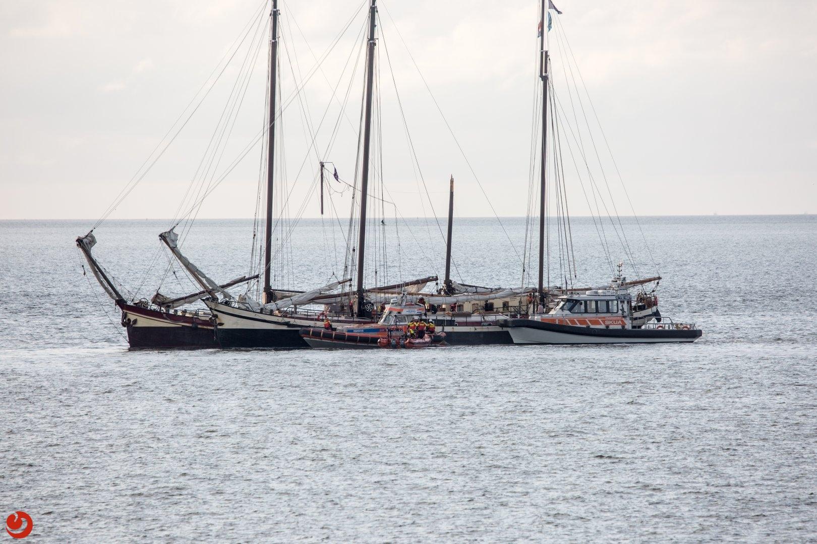 Charterschip verliest mast na aanvaring