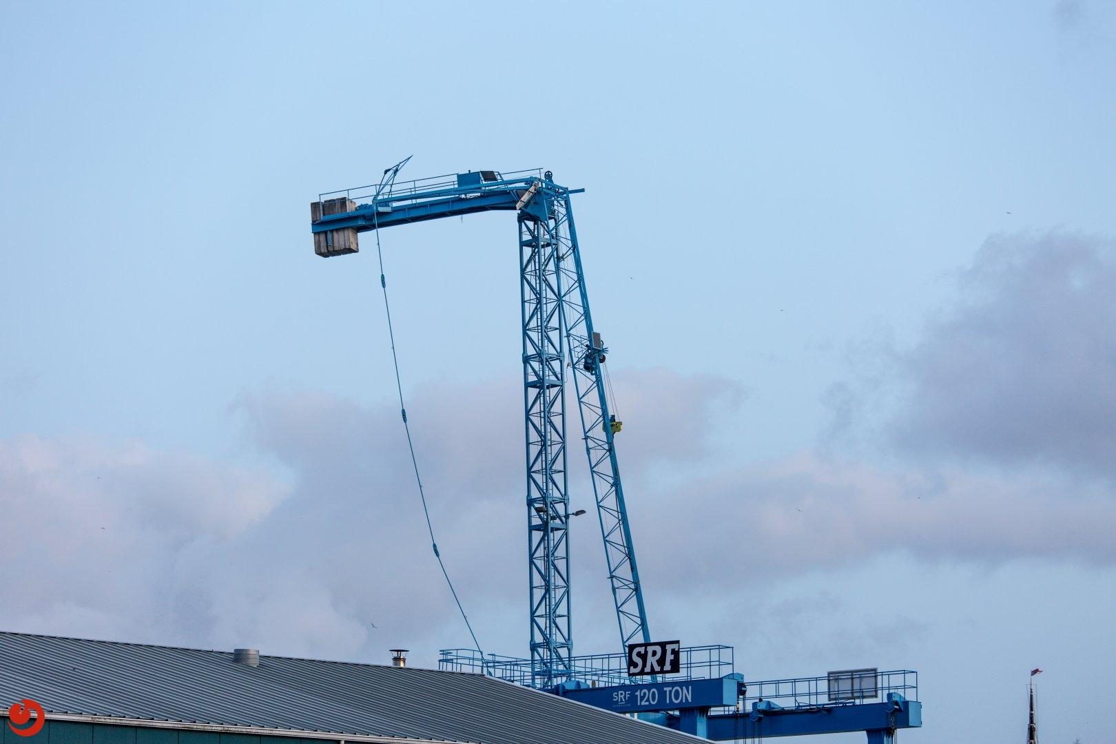 32 meter hoge kraan afgebroken
