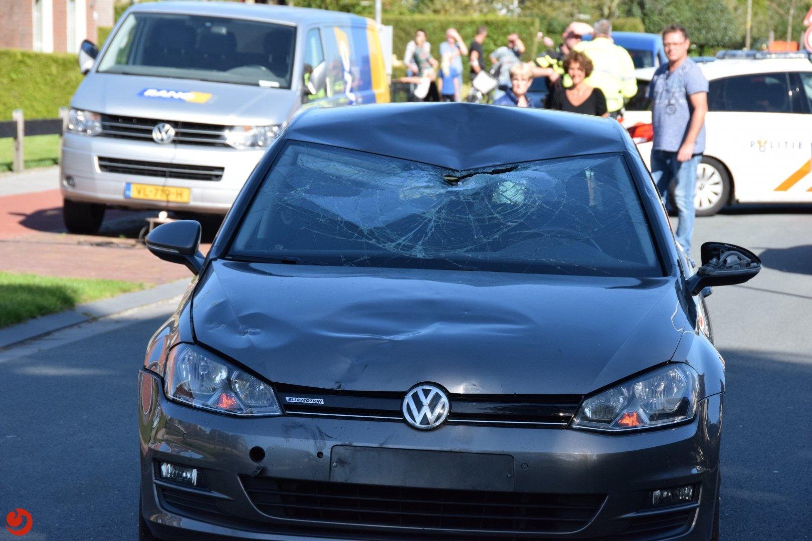 Fietsster ernstig gewond na botsing met auto