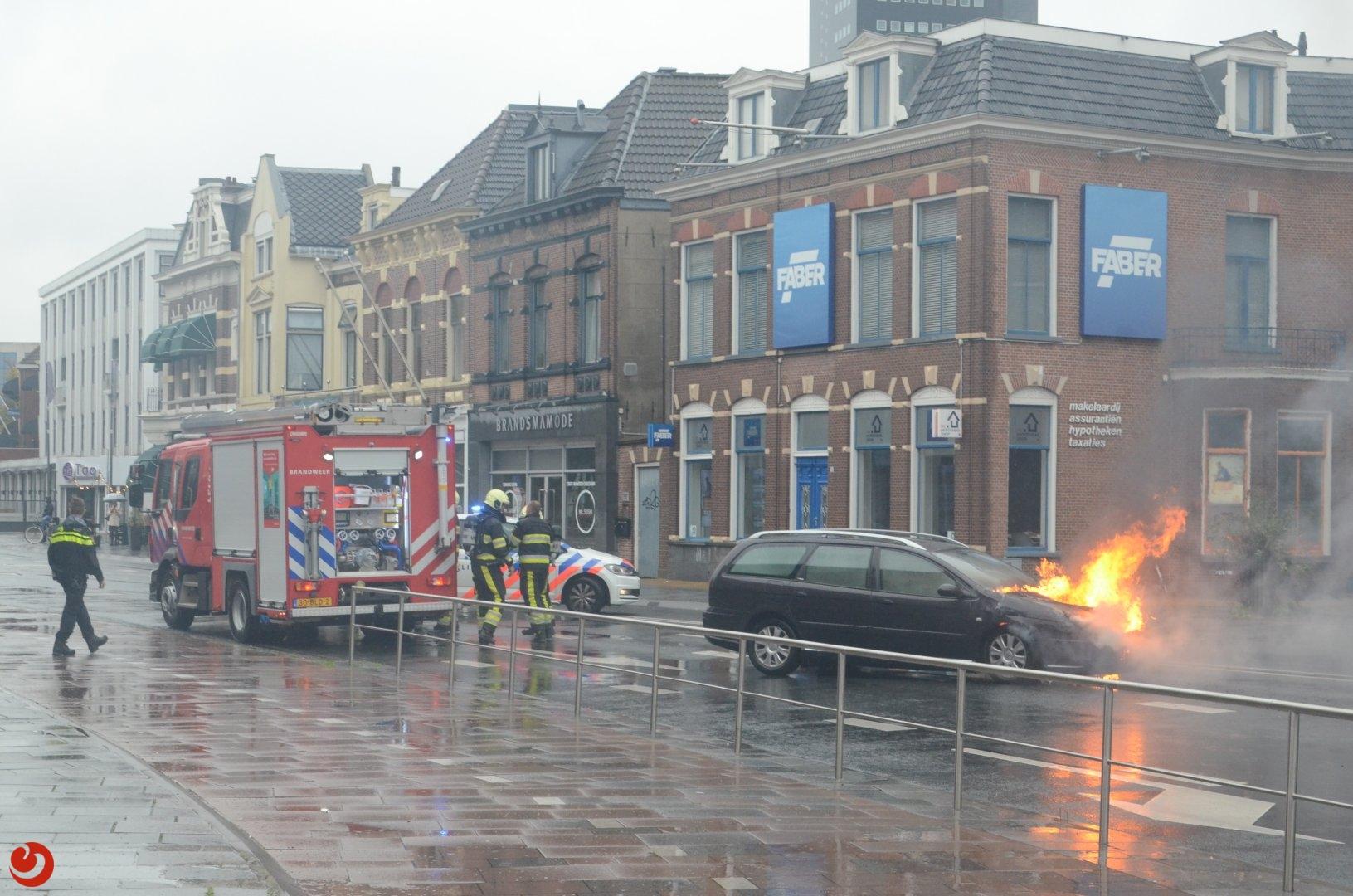 Stationsweg afgesloten door autobrand