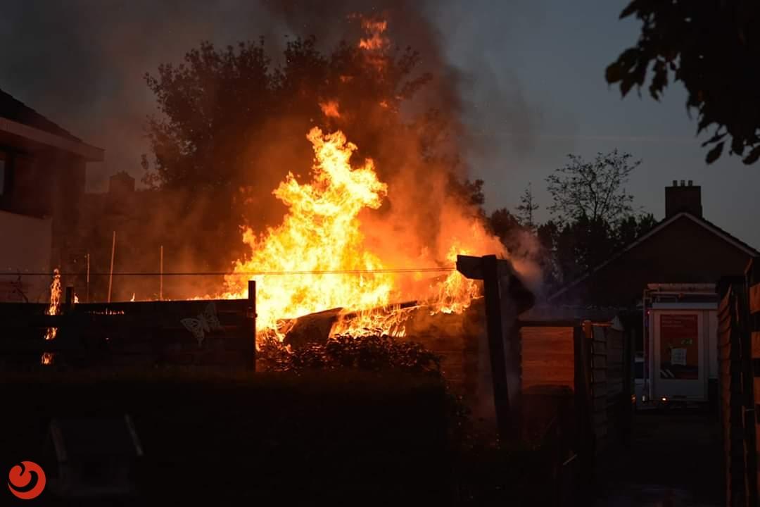 Schuurtje achter woning volledig afgebrand