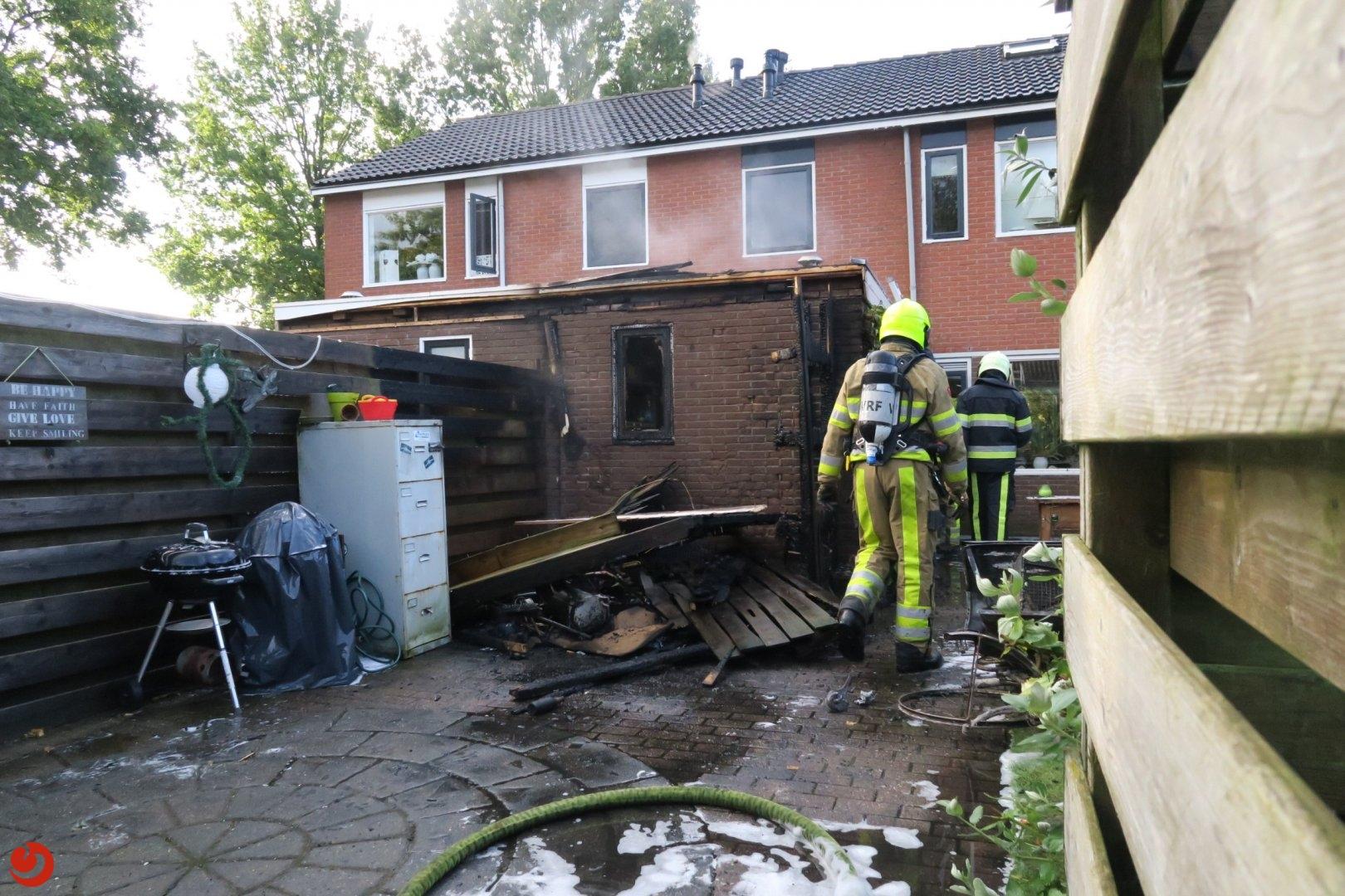 Schuur achter woning verwoest door brand