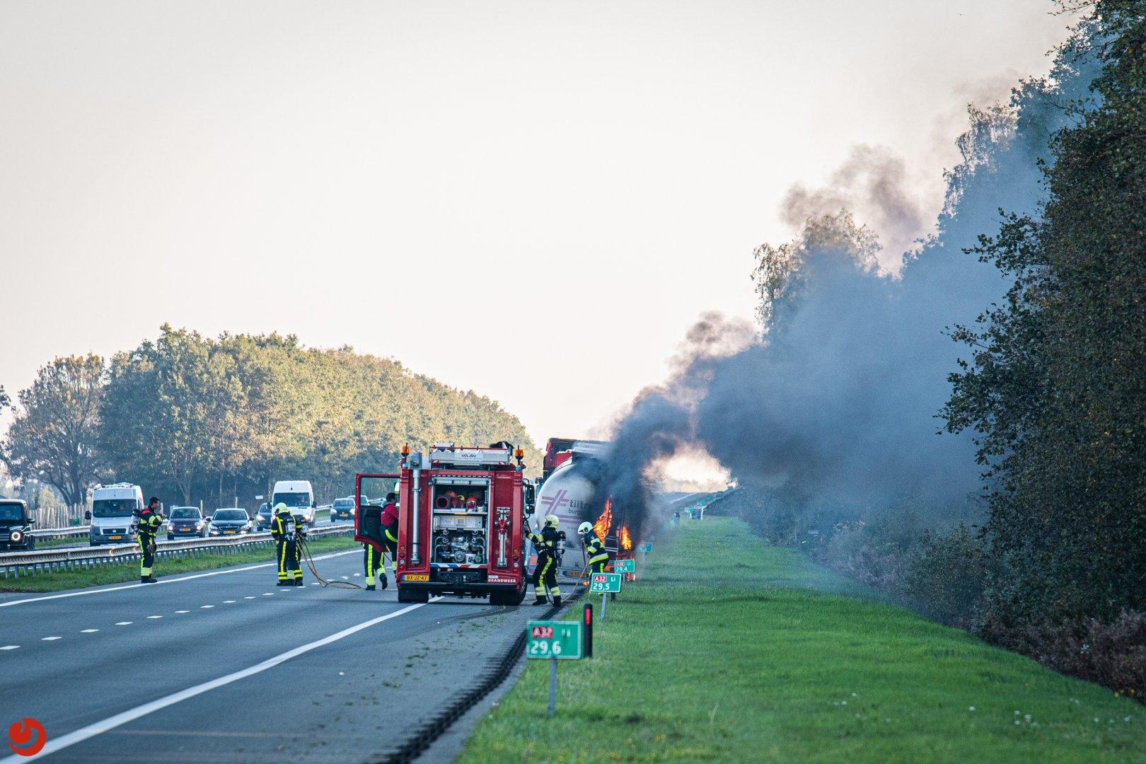 A32 uren dicht na vrachtwagenbrand
