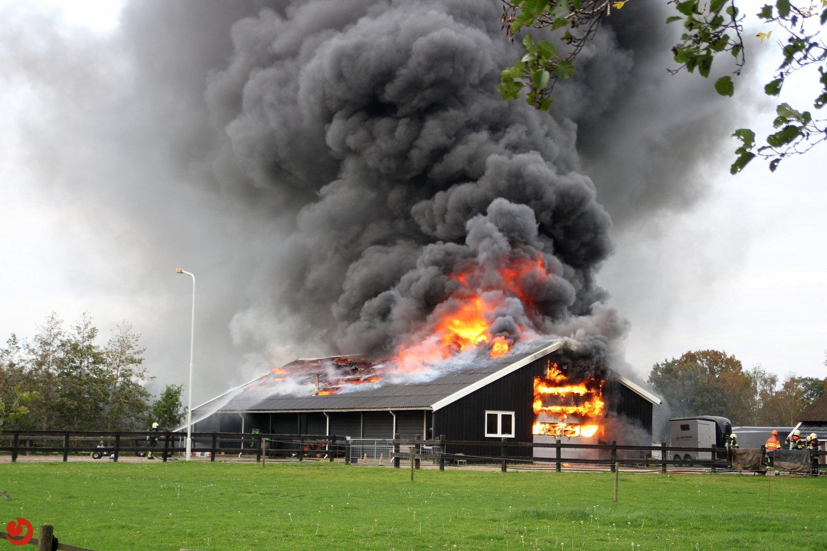 Uitslaande brand verwoest opslagloods