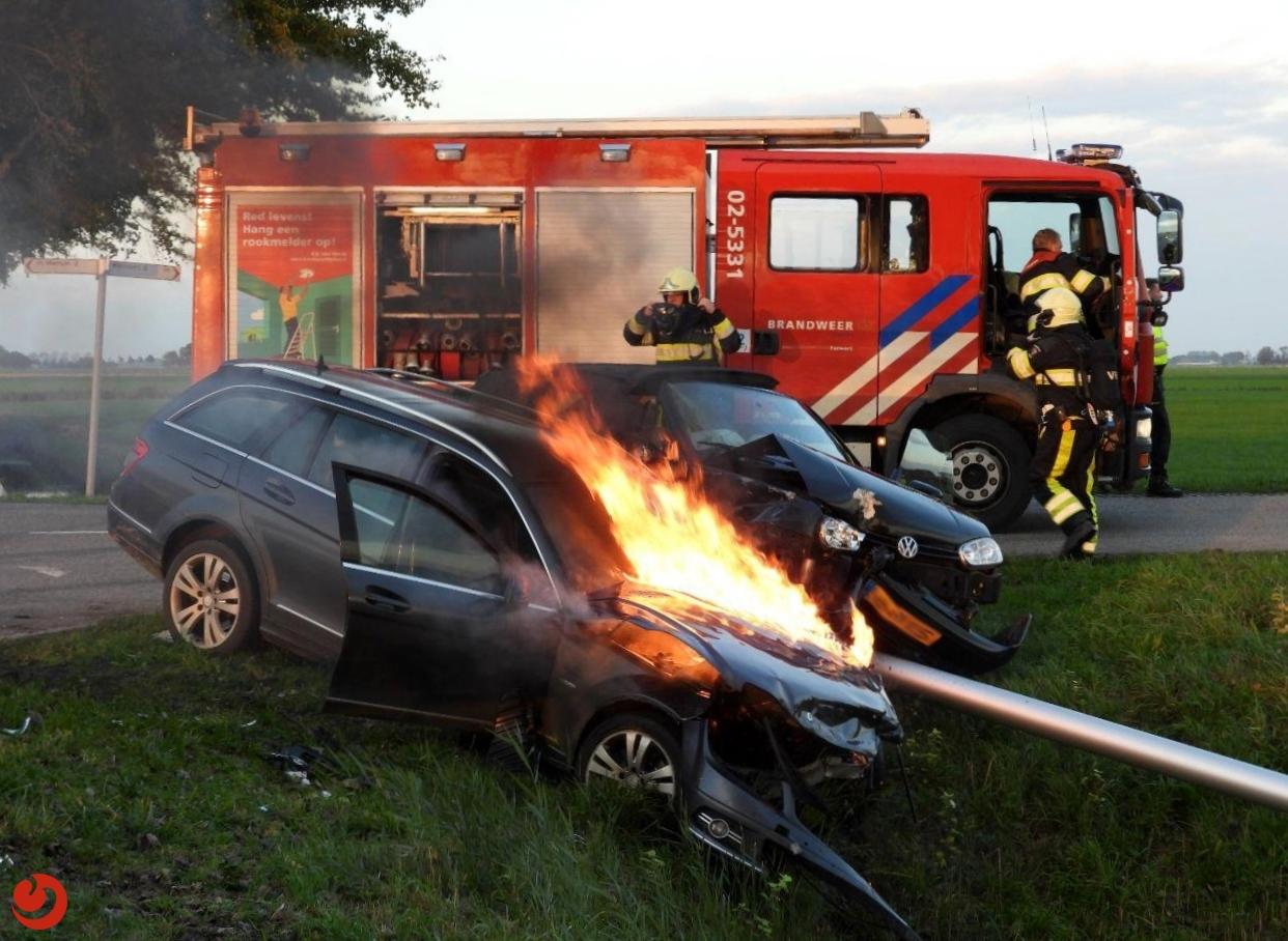 Gewonden bij aanrijding; auto in brand