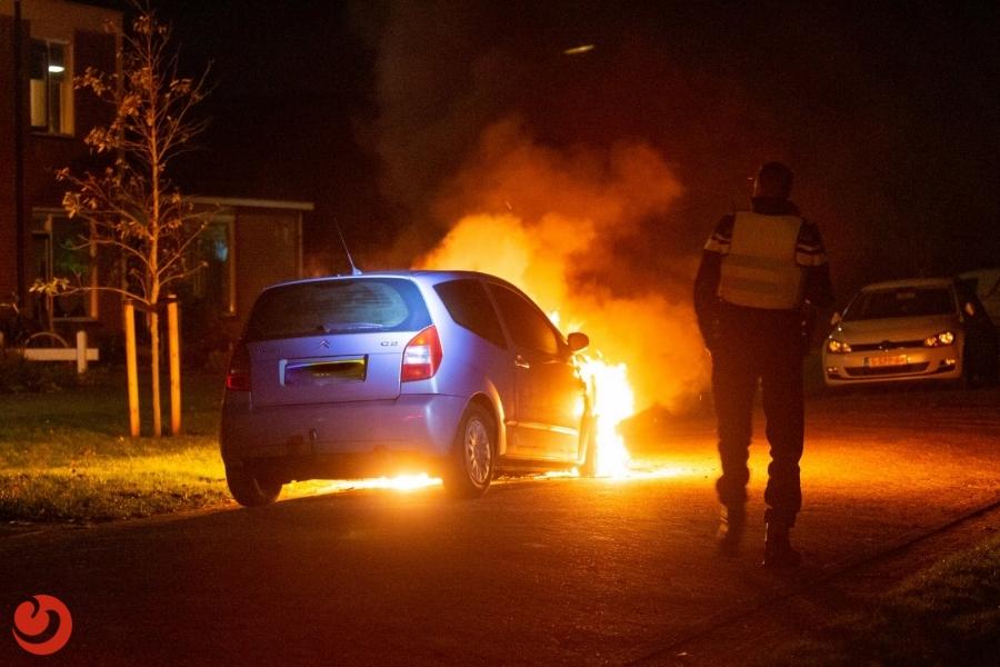 Opnieuw auto in brand gestoken