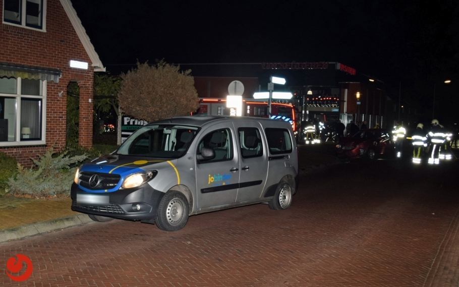 Aanrijding taxibusje met personenauto