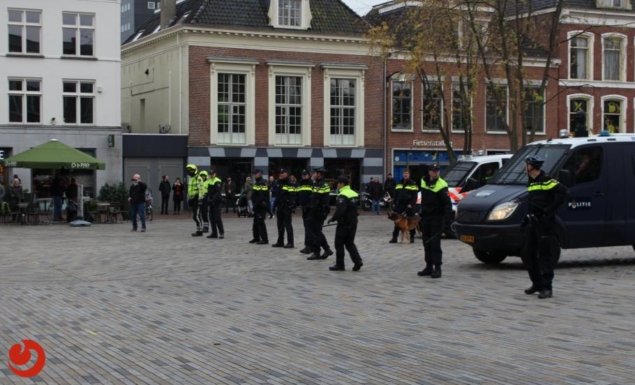 Politie grijpt in bij demonstratie tijdens intocht Sinterklaas