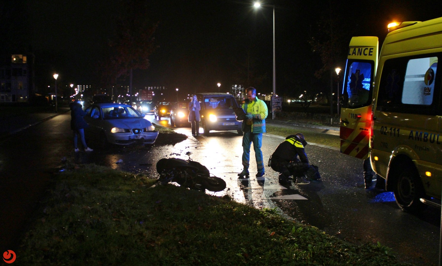 Snorscooter botst frontaal op auto