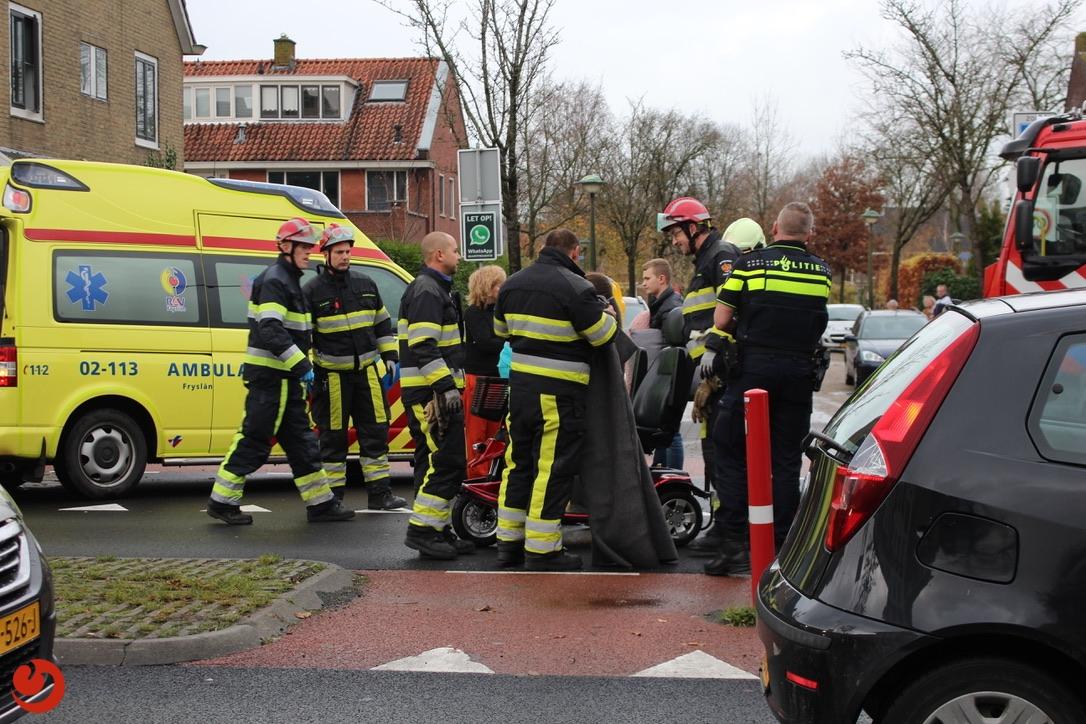 Vrouw in scootmobiel gewond na aanrijding