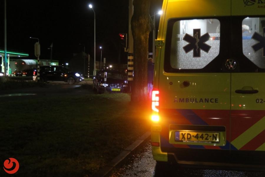 Automobilist gewond na botsing met verkeerslicht