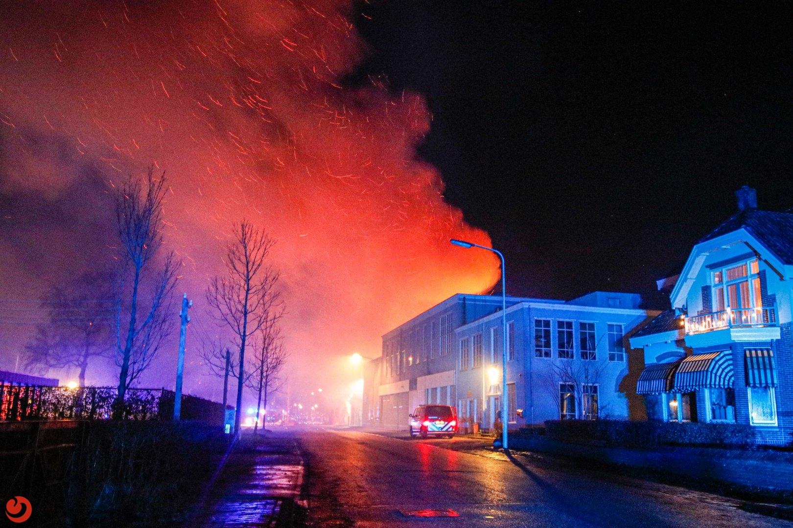 Leegstaande woonboerderij verwoest door felle brand