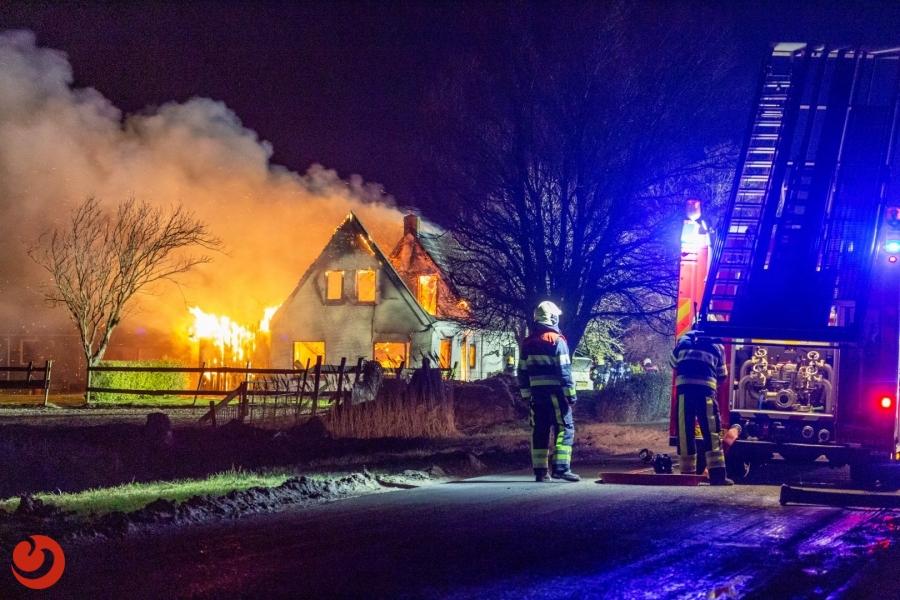 Grote brand verwoest woonboerderij