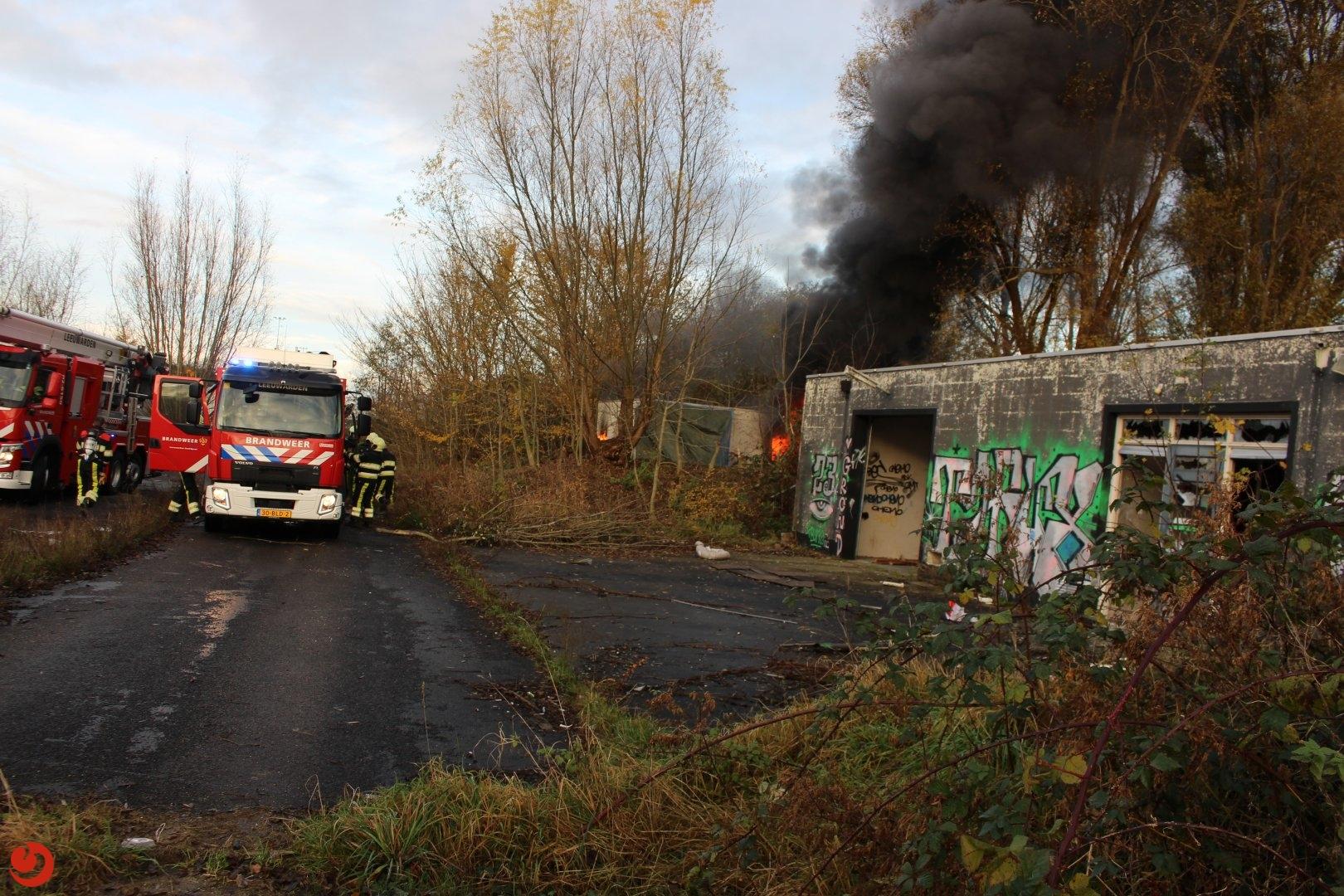 Uitslaande brand op terrein voormalige vuurwerkfabriek