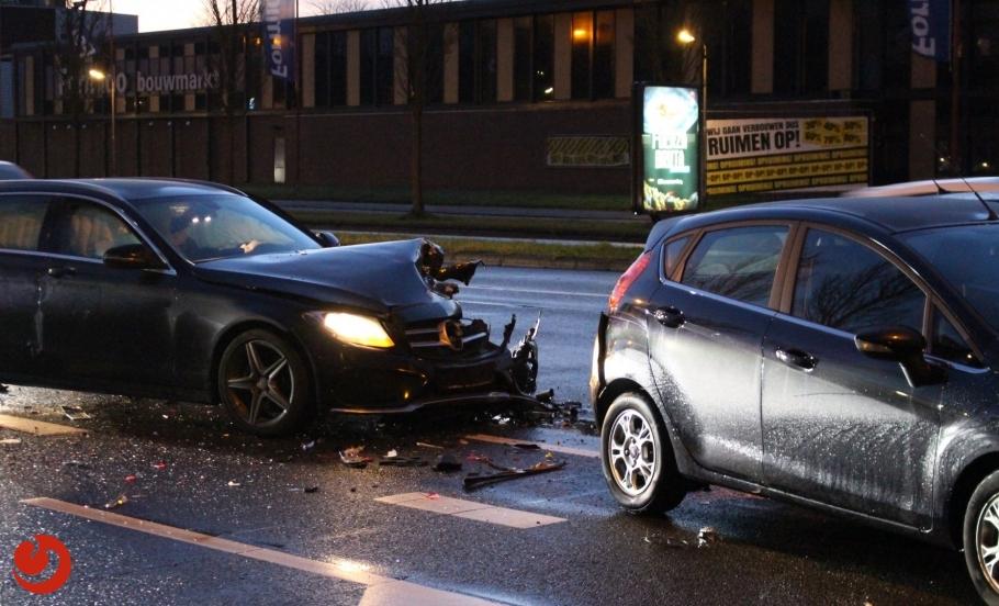 Automobilist onder invloed drugs botst op file