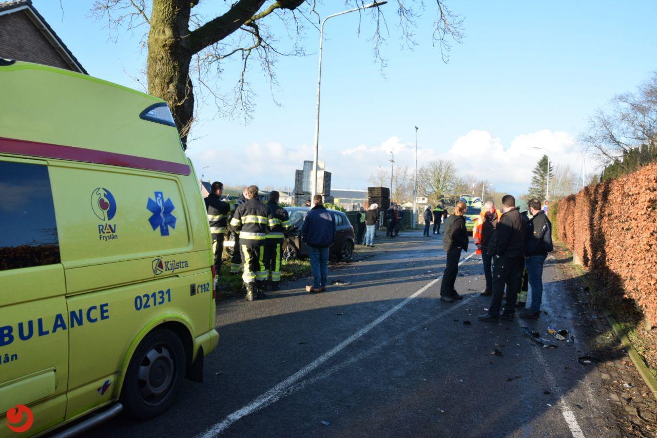 Drie gewonden bij frontale aanrijding