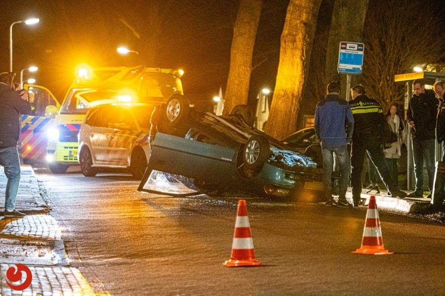 Auto slaat over de kop: geen gewonden