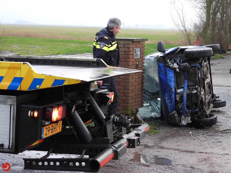 Auto raakt zwaar beschadigd bij ongeval
