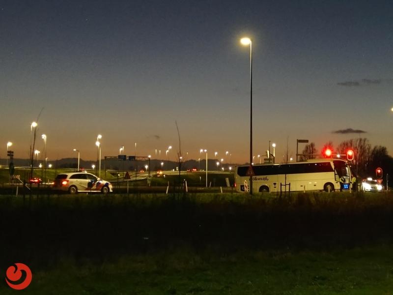 Spelersbus FC Volendam vast op afrit N31