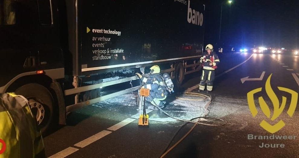 Laadklep van vrachtwagen in brand