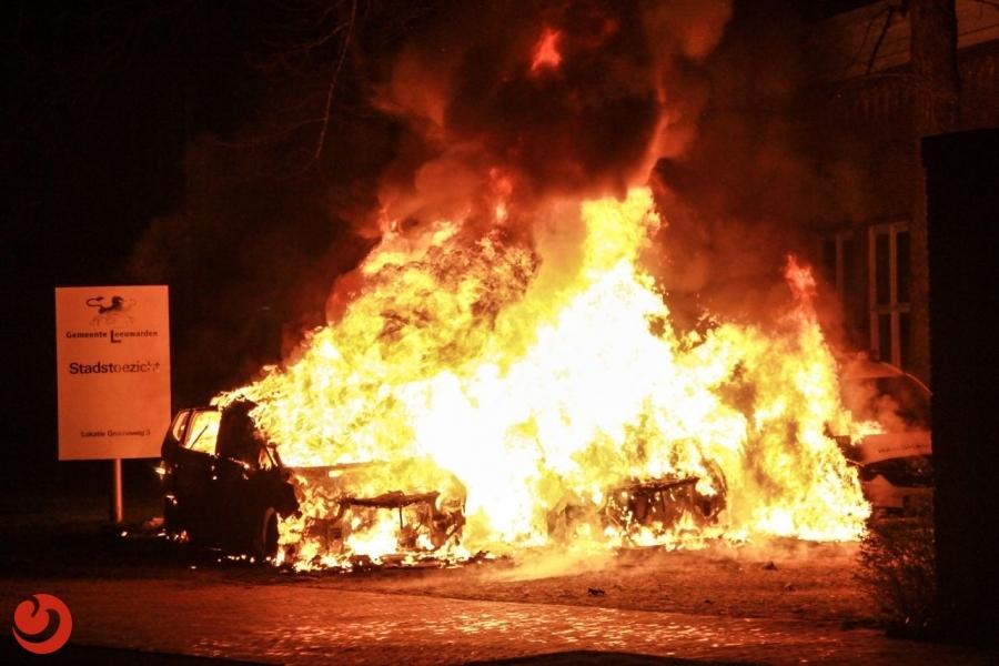Drie auto's van Handhaving uitgebrand