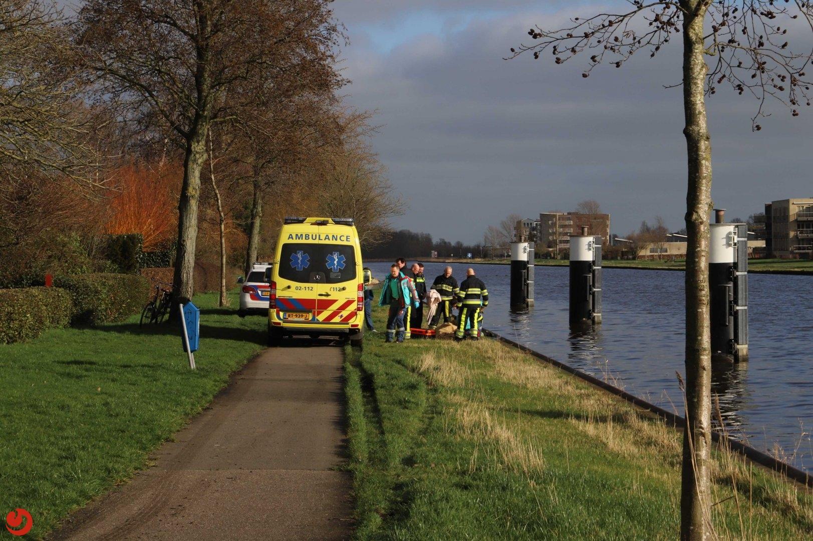 Vrouw uit Van Harinxmakanaal gered