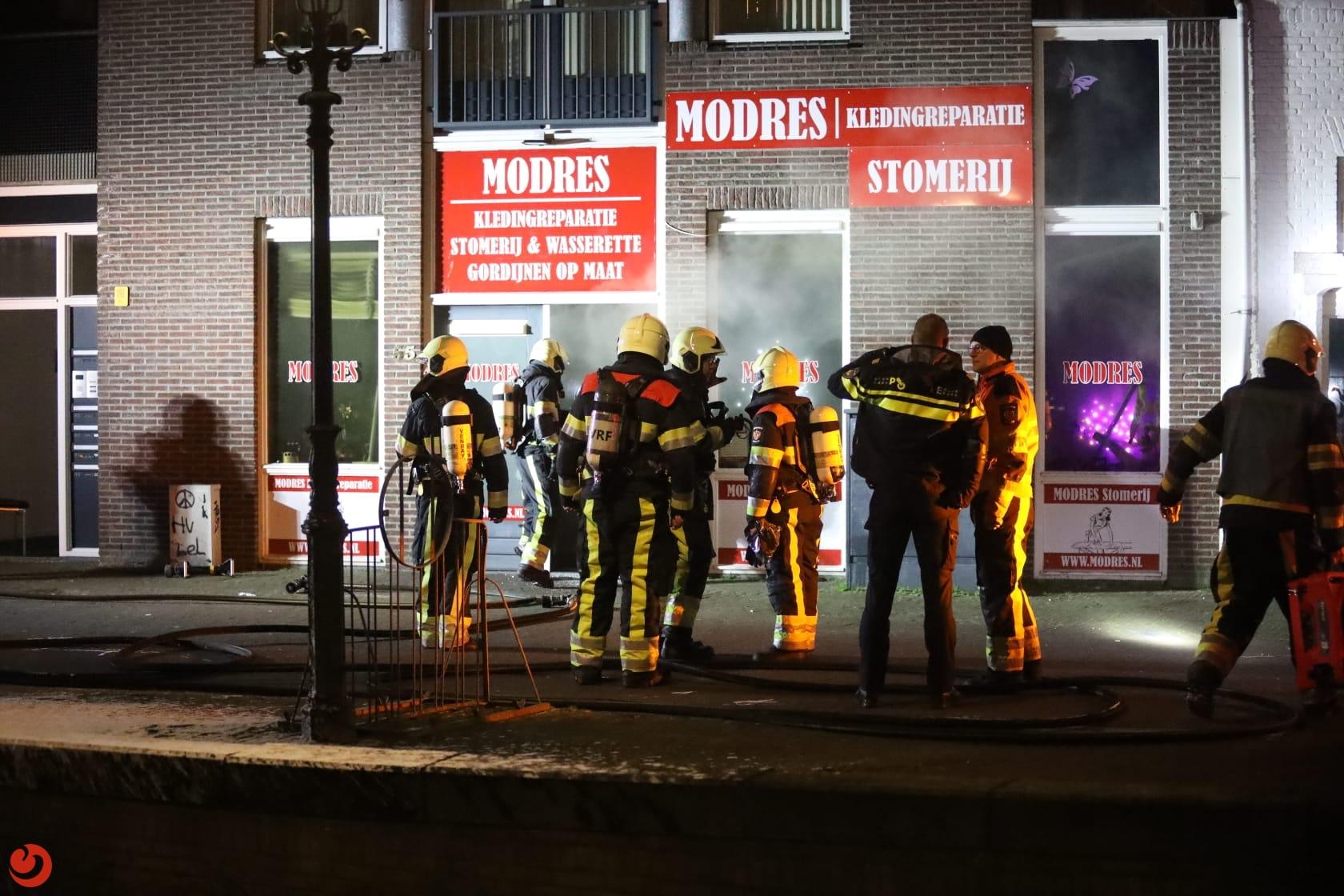 Brand zet winkel vol rook