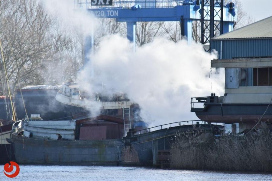 Rookontwikkeling bij brand op schip