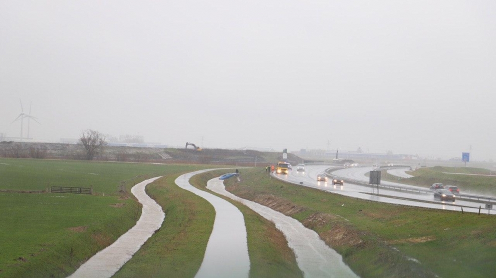 Auto te water langs de N31