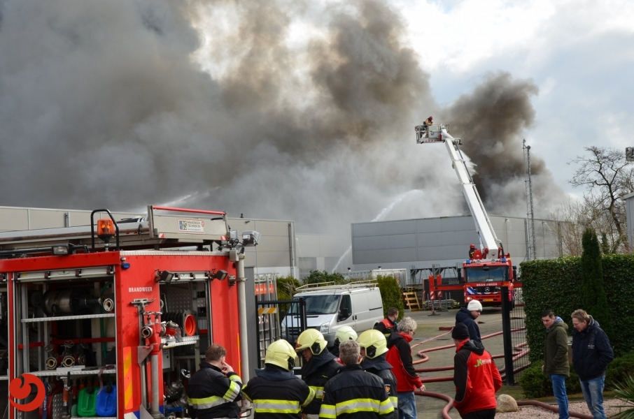 Friese korpsen ingezet bij enorme brand Groningen