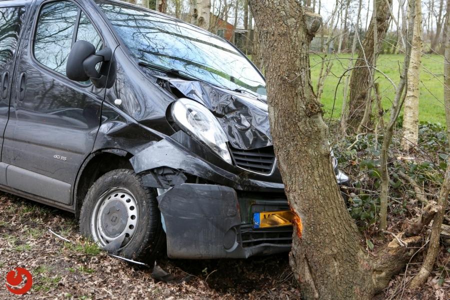Auto's in botsing; geen gewonden