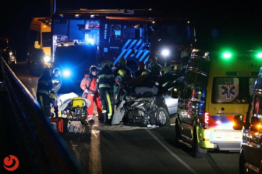 Auto belandt in tunnel onder A32; twee gewonden
