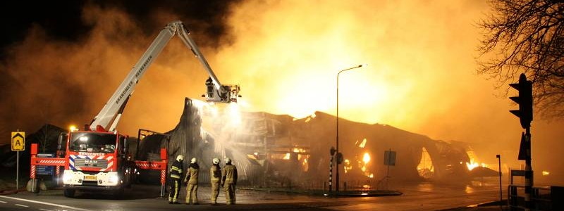 Zeer grote brand verwoest loods