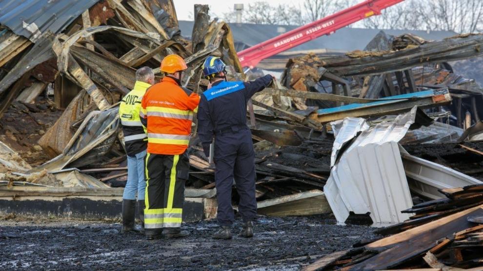 Schade verwoestende brand bij daglicht: politie doet onderzoek