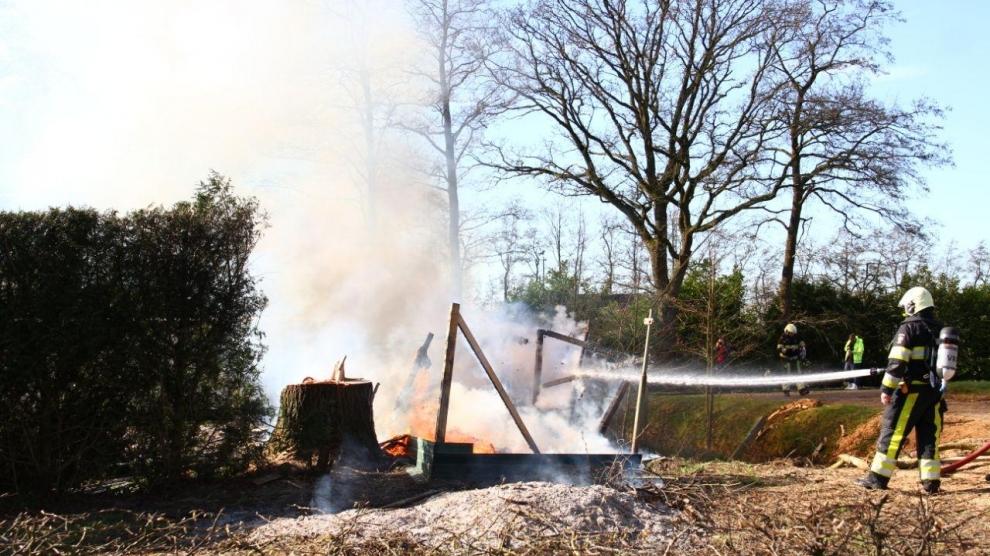Schuurtje afgebrand achter woning