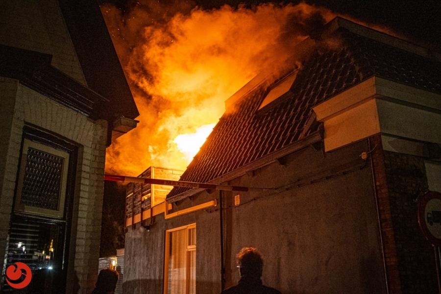Uitslaande brand boven bakkerij