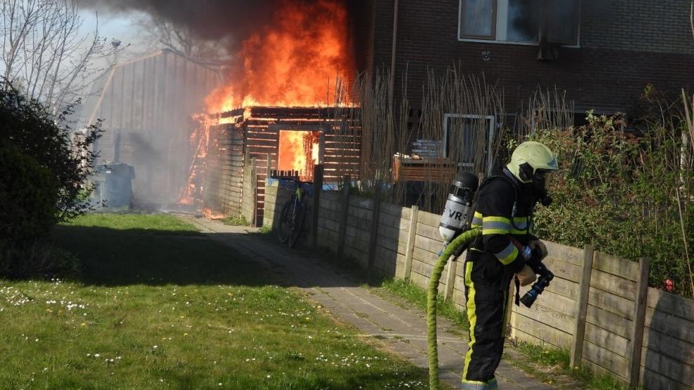 Schuurtje naast woning verwoest door brand