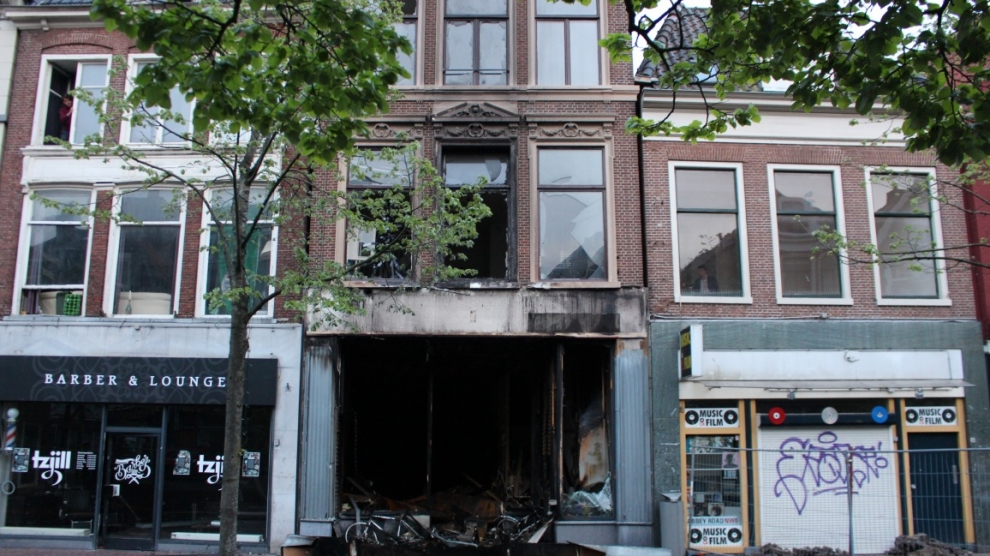 Zeer grote brand in platenwinkel onder controle