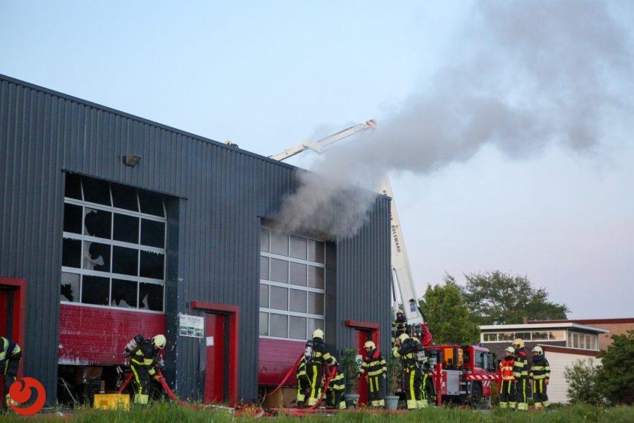 Veel rook bij brand in loods