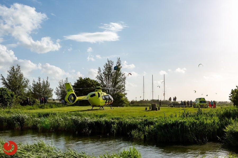 Kitesurfster raakt gewond bij incident