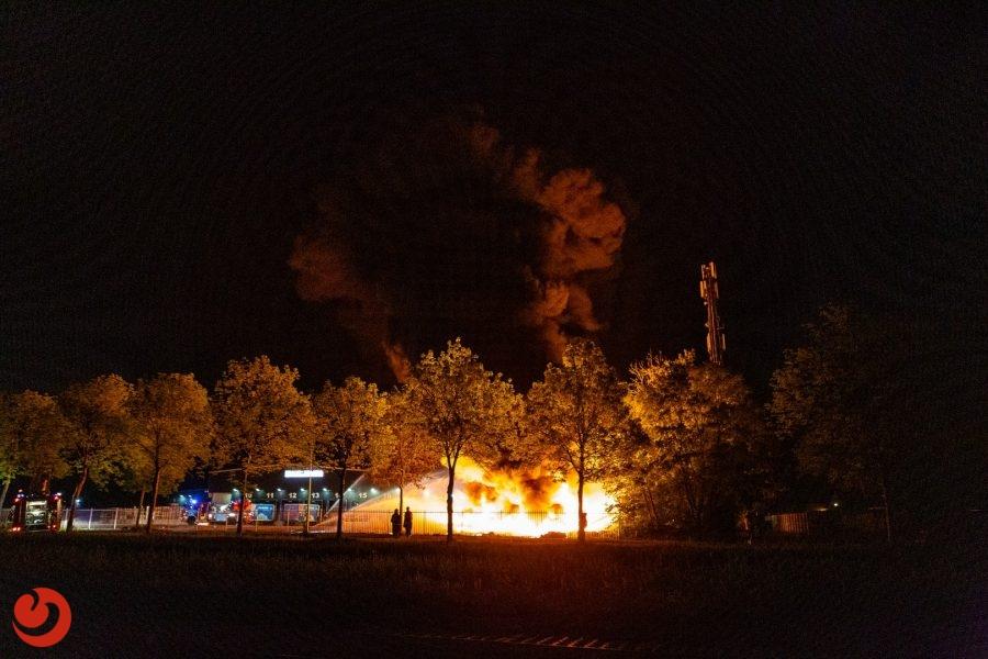 Grote uitslaande brand verwoest duizenden containers