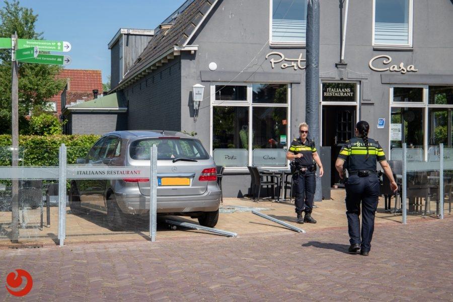 Autorit eindigt op terras van pizzeria