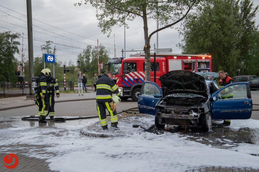 Net gekochte auto gaat in vlammen op