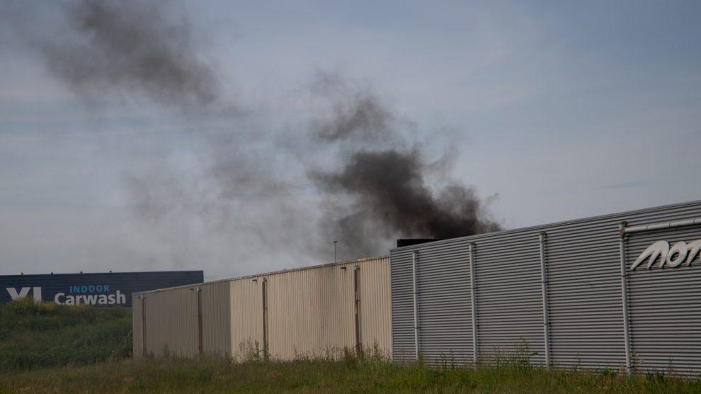 Brand in loods van motorbedrijf