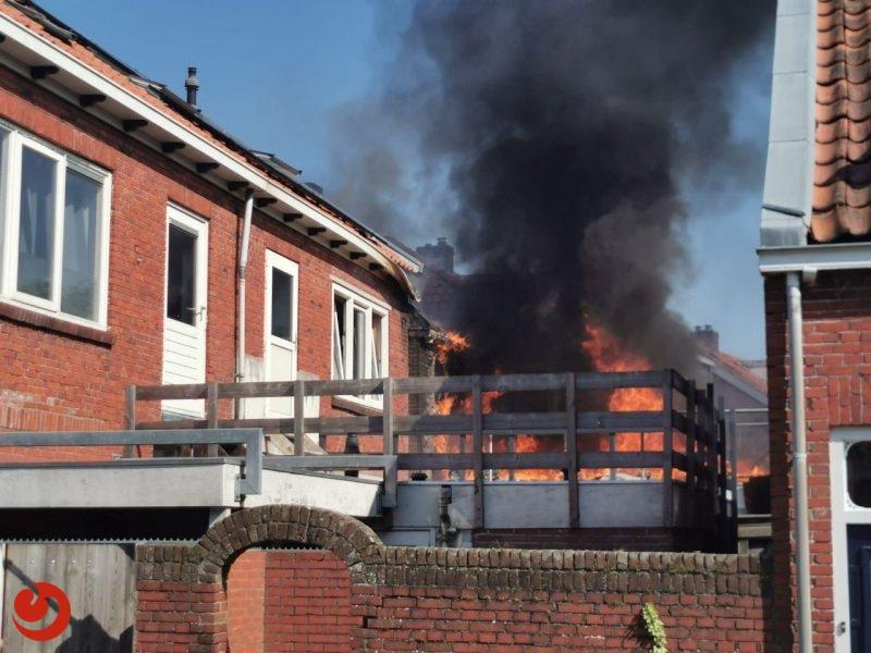 Felle uitslaande brand aan achterzijde van woning