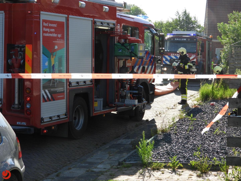 Brandweer redt bewoonster bij woningbrand